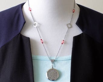 Silver perfume flower Locket necklace, beads strawberry quartz, top red and square Crystal silver