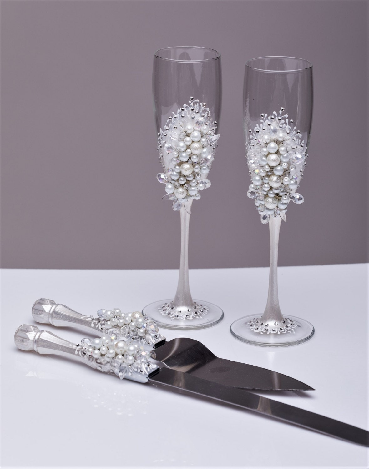 wedding cake serving set and flutes personalized wedding flutes and cake server set white wedding 24298