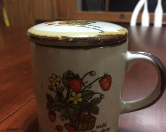 Vintage 1970s wild strawberry coffee cup with lid