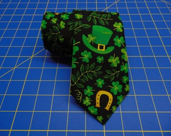 St Patrick's Day Tie, St Patrick's Necktie, Mens Necktie, Mens Tie, Black Green Necktie, Black Green Tie, Father, Dad, Gift, Clover, Floral