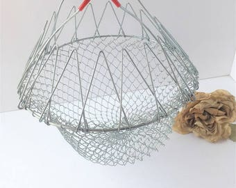Vintage Wire Egg Basket / Collapsible Wire Basket / Collapsible Egg Basket / Wire Mesh Basket / Garden Basket / Vintage Decor