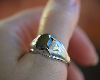 Mens Oval Black Hematite Gemstone Solitaire Vintage Ring, US Size 12.0, Used
