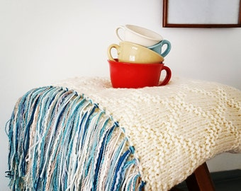 Chunky Soft knitted blanket with fringe , throw with fringe,cream blanket, Boho, hippie decor
