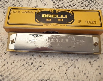 Vintage BRELLI C82-III Mint Condition 16 Hole Made in China Harmonica with original box
