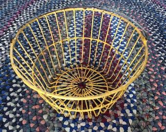 Vintage country farm egg basket metal wire utility vegetable garden bushel home decor