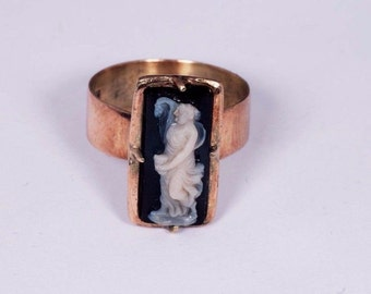 14K Yellow Gold Black Onyx with Cameo Ring size 6.25