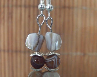 Earrings in Pearl and agate several shades of Brown