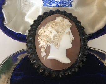 Beautiful Victorian mourning brooch cameo shell antique #1098