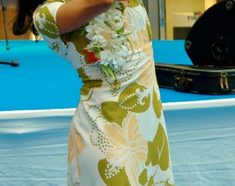 original manuheali'i Hawaiian Brand Dress with Hibiscus (used)