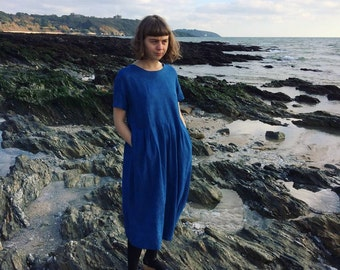 The ARIADNE dress: tunic dress in indigo dyed linen with side pockets