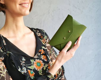 Green leather pouch / Green leather wallet / Leather envelope pouch / Mini leather clutch / Green makeup bag / Leather iphone case