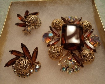 great looking brooch and earring set