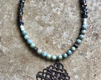 Short beaded necklace