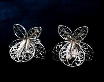 Small Pretty Filigree Earrings Orquideas Chicas, Orchid Earrings, Silver, Dark and Light, Flower Earrings, Stud Earrings, Handmade in Spain