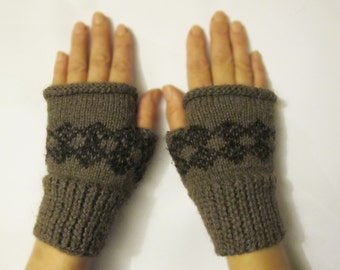 Finger-less gloves