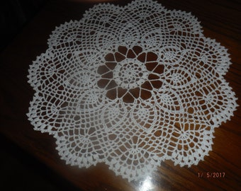 Filet Crochet Doily with pineapples