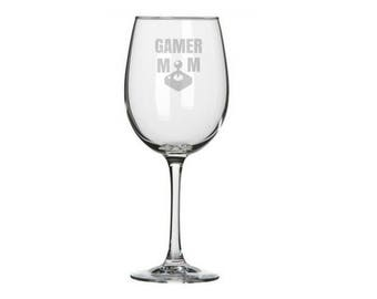 Gamer Mom Wine Glass, Gamer Girl Gifts, Gift for Lady Gamers, Gamer Decor, Nerdy Mother's Day Gift, Geeky Mom gift, Gaming Mom, Retro Gaming