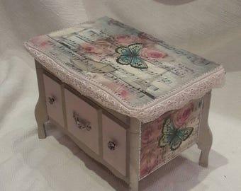 Jewelry box,jewellery box, musical jewelry box,butterfly box,butterflies,French,Paris, rhinestone,roses, decoupage box,pink lace,multimedia