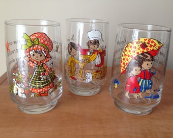 Set of 3 Adorable Vintage Kitsch Glasses - Kitschy Illustrations with Friendship Quotes in English and French - Like New