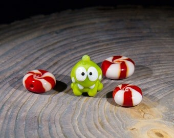 Om-nom and candy, cut the rope - glass beads set. Lampwork beads. Handmade beads. Green handmade beads. Jewelry making beads. Candy beads.
