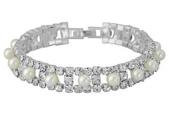 Delicate Classic Crystal and Pearl Bracelet Bride Bridesmaid