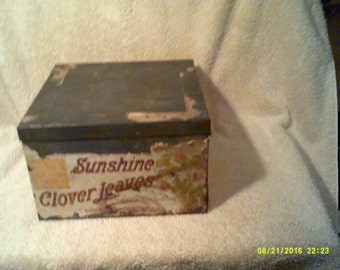 LOOSE-WILES BISCUIT Company New York Tin for Sunshine Clover Leaves which was a Sugar Wafer Confection