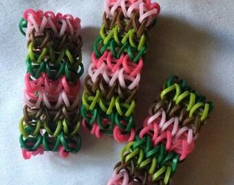 Pink Camo rainbow loom bracelets, set of 10, Party favors, goodie bag loot