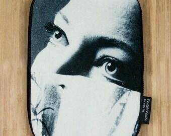 iPad Mini Kindle e-Reader Sleeve Hülle Cover Case Hiding Girl