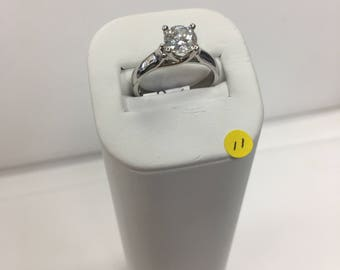 Ring cubic zirconia and metal alloy
