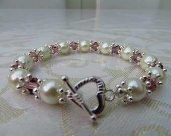 Glass pearl/amethyst crystal elasticated bracelet