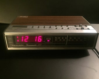 Realistic Chronomatic 279 Vintage Digital Alarm Clock and AM/FM Radio Wood Grain