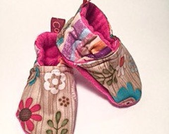 Baby booties // Baby slippers // Crib Shoes - Flower Power