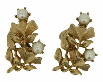 Jewelcraft 1960s Gold Tone Ginko Vintage Earrings