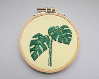 Embroidery picture - Monstera in the embroidery ring