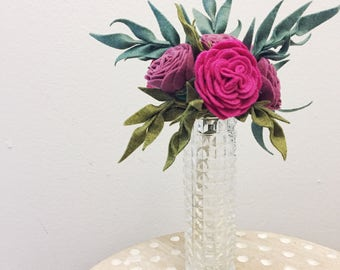 Felt flower bouquet // faux flowers // floral arrangement // wedding flowers // wedding bouquet // spring bouquet