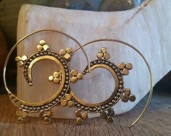 Brass spiral earrings. tribal earring. spiral earring. ethnic earring. tribal brass earrings. indian earrings. tribal spiral earring. spiral