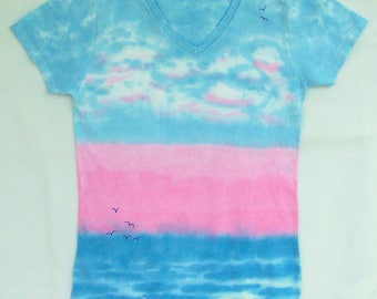 BEACH SUNRISE Tie Dye Tee Shirt.Blues and pink.Get Ogled Tie Dye.Miz Tick.Ladies Vneck,feminine fit,SMALL.Everybody needs their beach.Enjoy