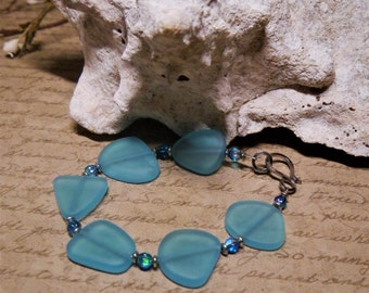 Turquoise bay sea glass bracelet with iridescent blue glass beads