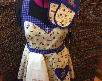 S/M Specialty Women's KITCHEN APRON SET With Pot Holders and Towel: items available separately.