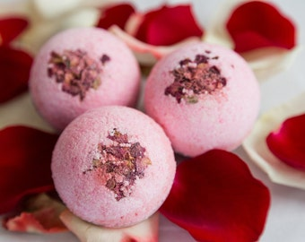 Bath Bomb // Ooh La La! Blend // Jasmine, Ylang Ylang, Sandalwood, Orange & Lemon // Pink // Rose Petals // Aromatherapy and essential oils
