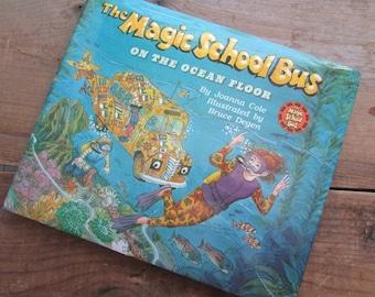 The Magic School Bus On The Ocen Floor Joanna Cole Illustrated by Bruce Degen