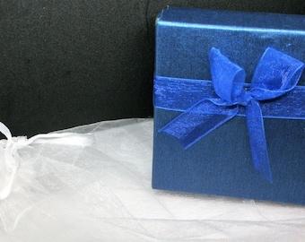 White satin inside blue gift box / blue satin gift box