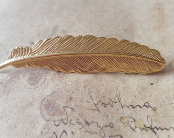 Feather brooch ~ goldig-