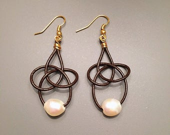 Fresh water pearl and leather earrings