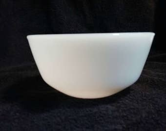 Vintage Fire King Anchor Hocking Mixing Bowl Serving Bowl Milk Glass