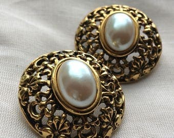 Goldtone Openwork w/ Faux Pearl Centers Post Earrings