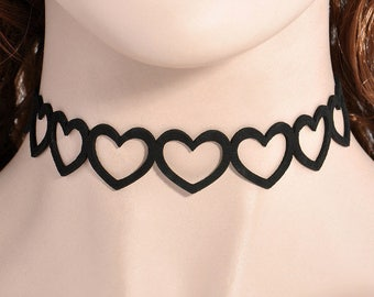 Black velvet sweetheart necklace