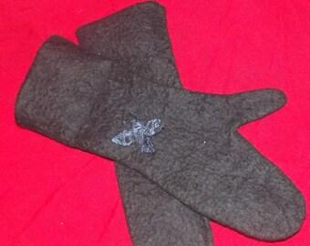 felt mittens from wool