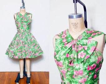 Vintage 50s floral dress / Pleated dress with bow / Printed pin up day dress