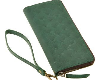 Leather wallet with zipper, colour emerald green